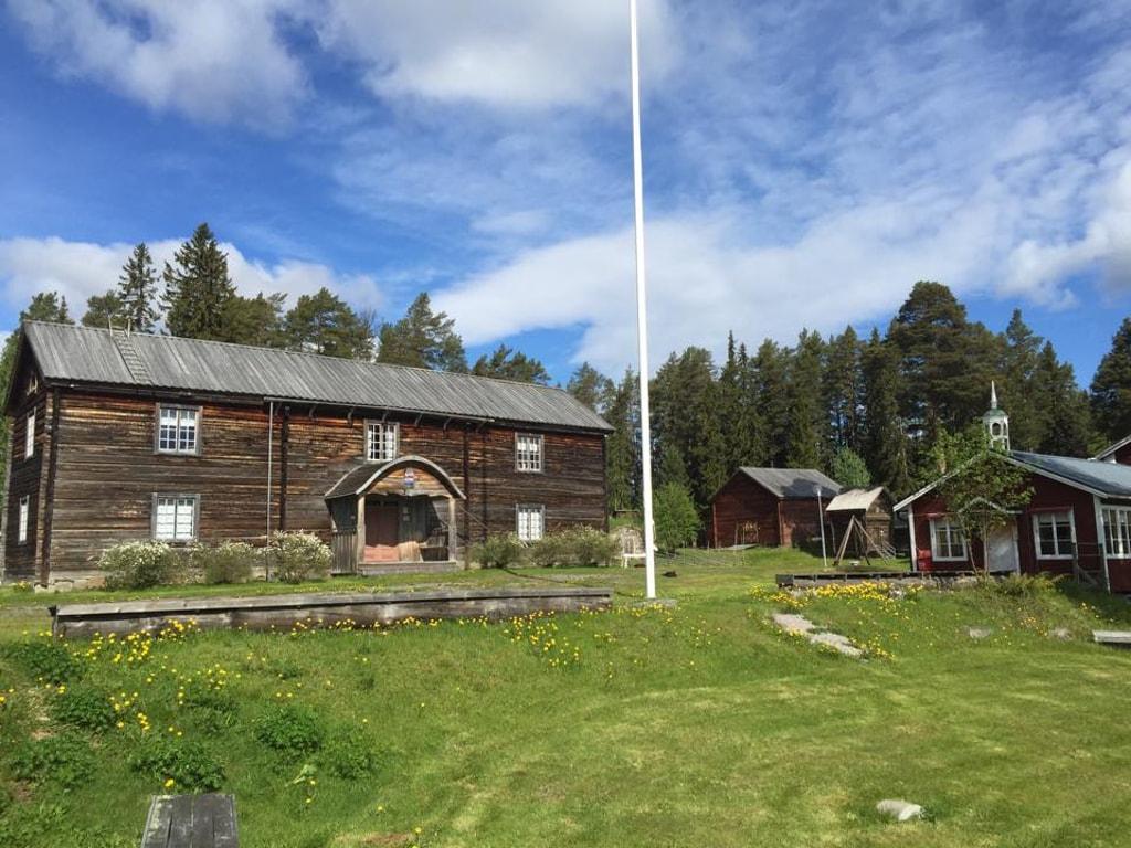 Bild på utsidan av Haverö Hembygdsgård.