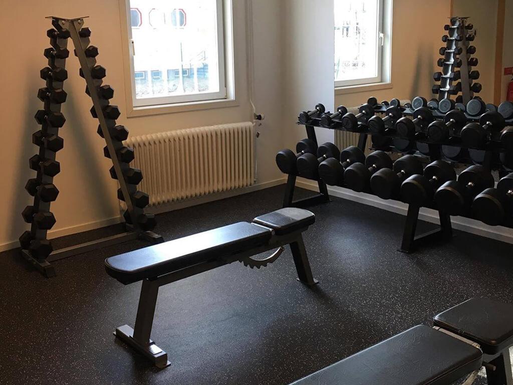 En av träningsbänkarna på gymmet All In Training i Ånge.