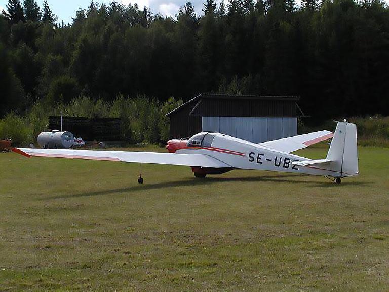 Motorsegelflygplanet som Ånge Flygklubb använder för utbildning av piloter.