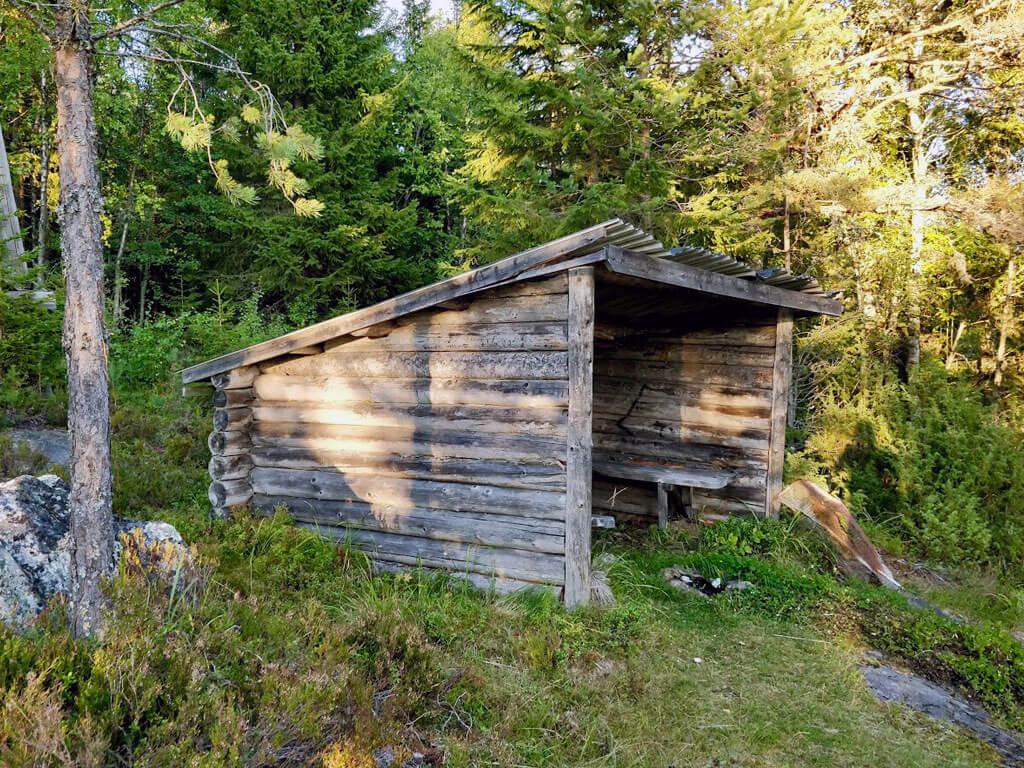 På Bergåsen i Borgsjö finns det ett vindskydd med vacker utsikt över Borgsjön