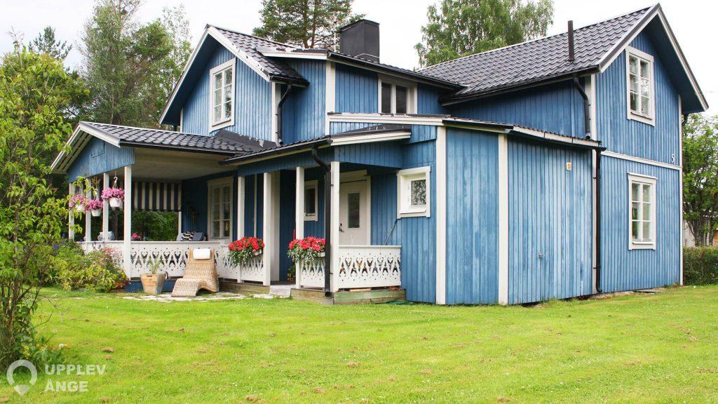 Fin villa på Hovslagargränd 5 i Alby vid ett lugnt och barnvänligt område.
