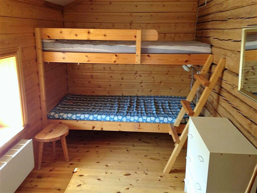 Insidan av ett av rummet på vandrarhemmet Storholmens rumsboende.