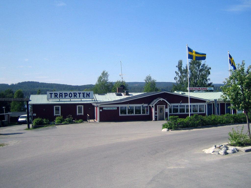 Utsidan av restaurang och hotell Träporten i Borgsjö