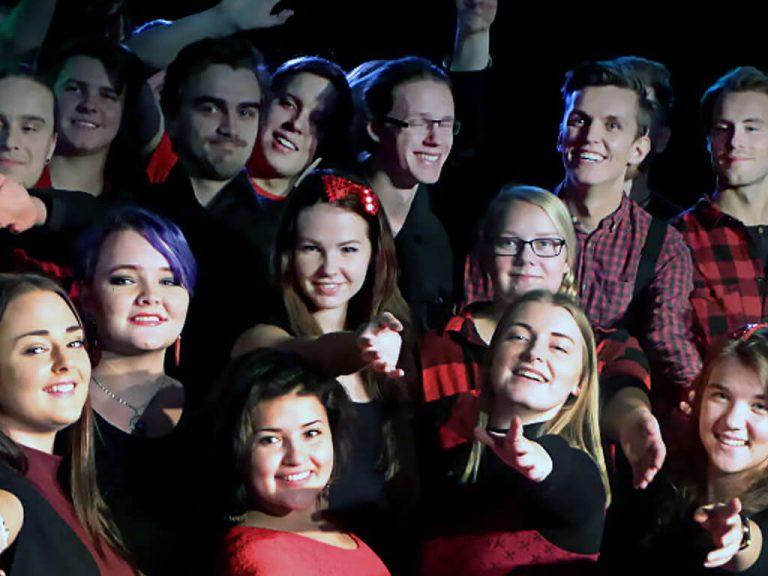 Julshow med buffé med Musikerlinjen och Artistlinjen på Ålsta folkhögskola i Fränsta.